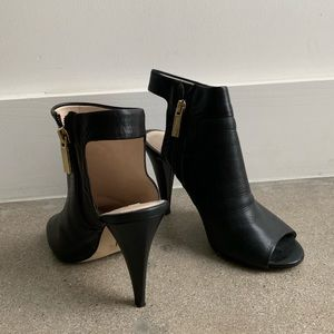 Louise et Cie Shoes - Heeled black bootie with cut outs.